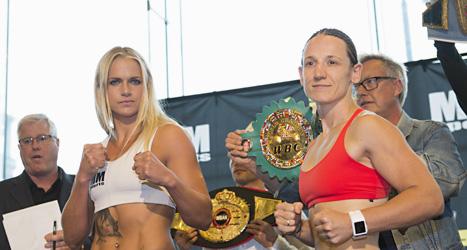 Frida Wallberg och hennes motståndare Diana Prazak. Foto: Fredrik Sandberg/Scanpix.