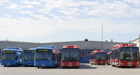Bussar står stilla vid bussgaraget i Solna under strejken. Foto: Bertil Enevåg/Scanpix.
