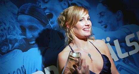 En bild från 2005 när Hanna Marklund fick Diamantbollen för att hon varit årets bästa spelare. Foto: Jack Mikrut/Scanpix