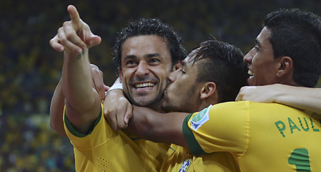 Brasiliens spelare firar efter ett mål i finalen mot Spanien. Foto: Andre penner/Scanpix.