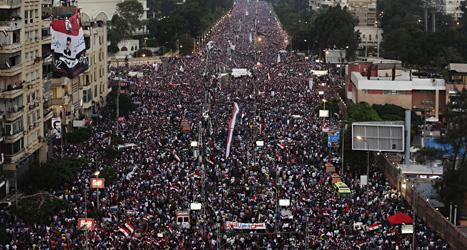 200 tusen människor i Egyptens huvudstad Kairo protesterade mot landet ledare Mursi i helgen. Foto: Hassan Ammar/Scanpix.