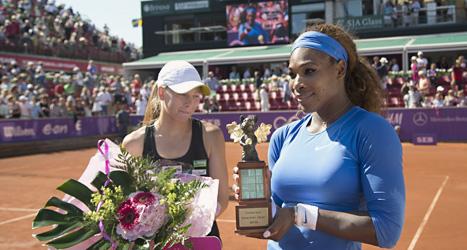 Serena Williams och Johanna Larsson efter finalmatchen i Båstad. Foto: Björn Larsson Rosvall/Scanpix.