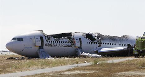 Flygplanet blev helt förstört när det kraschade i San Francisco. Foto: AP.
