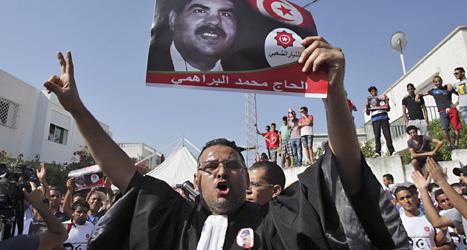 Många protesterade mot regeringen efter mordet på politikern  Muhammad al-Brahimi i Tunisien. Foto: Amine landoulsi/Scanpix.
