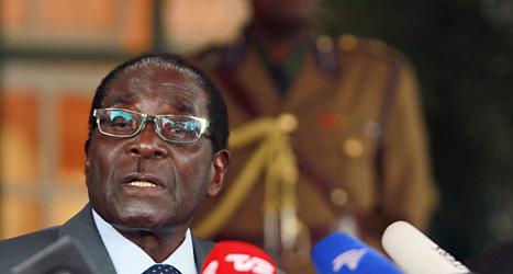 Robert Mugabe fortsätter som president i Zimbabwe. Foto: Tsvangirayi Mukwazhi/Scanpix