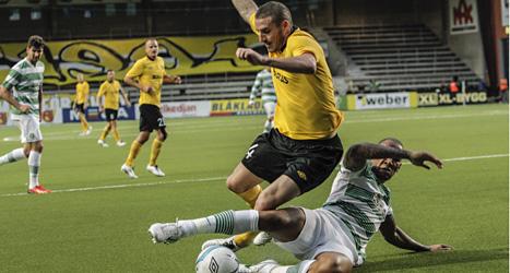 Elfsborgs James Keene i kamp med Celtics Kelvin Wilson. Foto: Björn Olsson /Scanpix