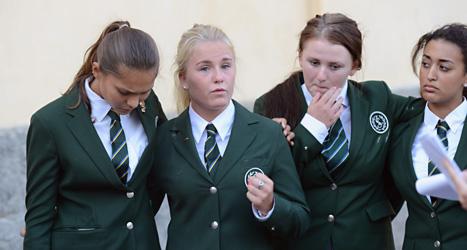 Eleverna på Lundberg är förtvivlade. De får inte börja på sin skola. På bilden är Ellie Thore, Beata Ekman, Jennifer Rigaard och Michelle Lenz. Foto: Fredrik Sandberg /Scanpix