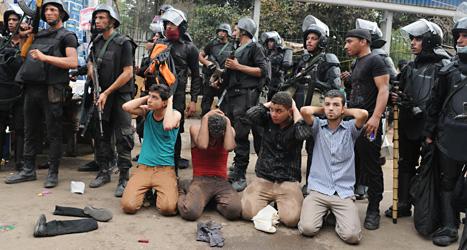 Många människor fängslades i Egypten på onsdagen. De har protesterat mot att militärer tagit makten i landet. Foto: Mohammed Asad/AP/Scanpix.