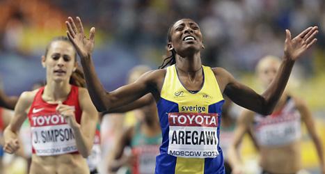 Abeba Aregawi jublar när hon går i mål som världsmästare. Foto: Anja Niedringshaus /Scanpix