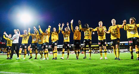 Mjällbys spelare jublar efter segern över Helsingborg. Foto: Patric Söderström /Scanpix