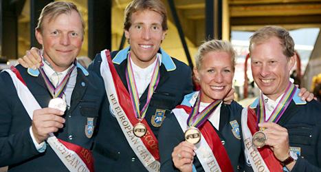 Jens Fredricson, Henrik von Eckerman, Angelica Augustsson och Rolf-Göran Bengtsson med sina medaljer. Foto: Roland Thunholm /Scanpix
