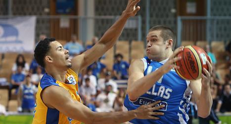 Sveriges basketlag var chanslöst mot Grekland i EM. Foto: Thanassis Stavrakis/Scanpix.