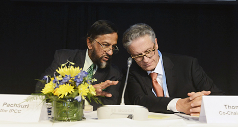 Rajendra Pachauri och Thomas Stocker berättade om FNs nya klimatrapport vid ett möte i Stockholm. De är ordföranden för de experter som gjort rapporten. Foto: Scanpix