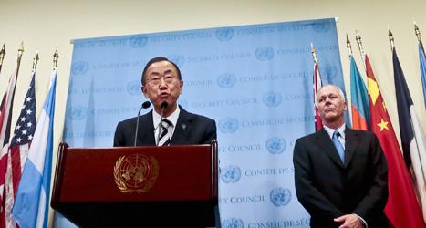 FN-chefen Ban Ki-moon tillsammans med FNs vapenkontrollant Åke Sellström. Foto: Bebeto Matthews/Scanpix.