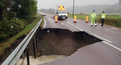 Flera vägar nära kramfors har stängts av på grund av översvämningar. Foto: Jennie Johansson/Scanpix.