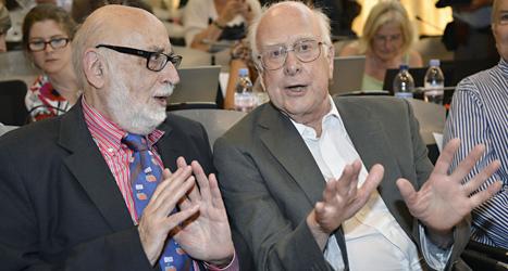 Francois Englert och Peter Higgs får årets Nobelpris i fysik. Foto: Martial Trezzini/TT