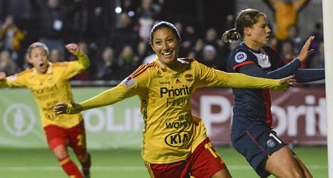 Christen Press gjorde båda målen när Tyresö vann mot PSG från Frankrike. Foto: Bertil Enevåg/TT