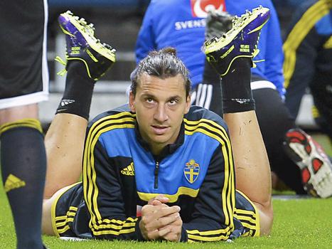 Sveriges superstjärna Zlatan laddar för kvällens match mot Österrike. Foto: Jonas Ekströmer/TT