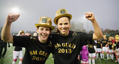 Malmöspelare firar SM-guldet i fotboll. Foto: Andreas Hillergren/Scanpix.