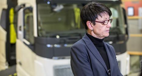 Många blir arbetslösa på Volvos fabrik i Umeå. Mona Edström är chef på fabriken i Umeå. Foto: Rolf Höjer/TT.