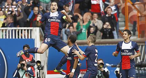 Zlatan jublar över sitt konstmål mot Bastia i helgens match i franska ligan. Foto: Remy de la Mauviniere/TT.
