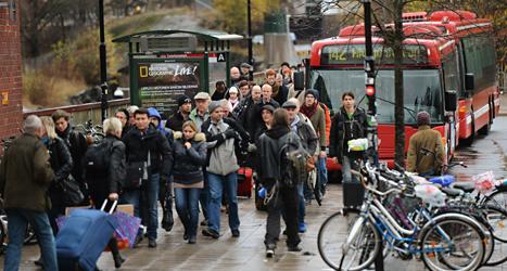 I en vecka kommer det att vara besvärligt att ta sig till Stockholm. Bussar får åka istället för en del tåg. Foto: Fredrik Sandberg/TT