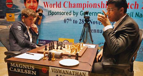 Magnus Carlsen och hans motståndare Wisvanathan Anand spelar om VM-guld. Foto:Arun sankar/TT.