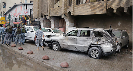 Sju bomber sprängdes i Bagdad i Irak på onsdagen. Här sprängdes en av bomberna. Foto: Karim Kadim/AP/TT.