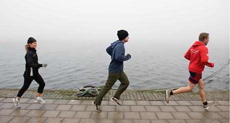 Att springa har blivit populärt på senare år. Men barn som växer upp i dag springer mycket långsammare än vad barn gjorde förr. Foto: Anders Wiklund/TT.
