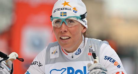 Charlotte Kalla fick en fin start i vinterns första skidtävling i Bruksvallarna. Foto: Leo Sellén/TT
