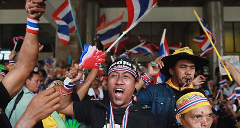 Arga demonstranter vill tvinga Thailands regering att sluta. Foto: Wason Wanichakorn/TT.