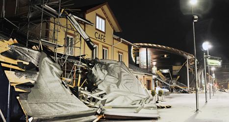 Stormen Ivar blåste taket av Holiday Club i Åre i Jämtland. Foto:Tommy Andersson/TT.