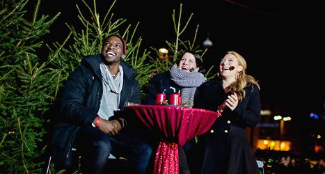 Programledarna i Musikhjälpen Kodjo Akolor, Sarah Dawn-Finer och Emma Knycklare. Foto: Adam Ihse/TT.