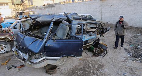 En bomb har sprängts i en bil i Iraks huvudstad Bagdad. Foto: Karim Kadim/TT.
