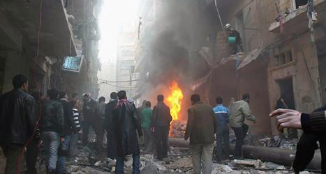 Staden Aleppo i Syrien har bombats i flera dagar. Foto: AP/TT.