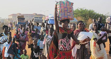 Många människor har sökt skydd hos FN i huvudstaden Juba. Foto: Rolla Hinedi/AP/TT.