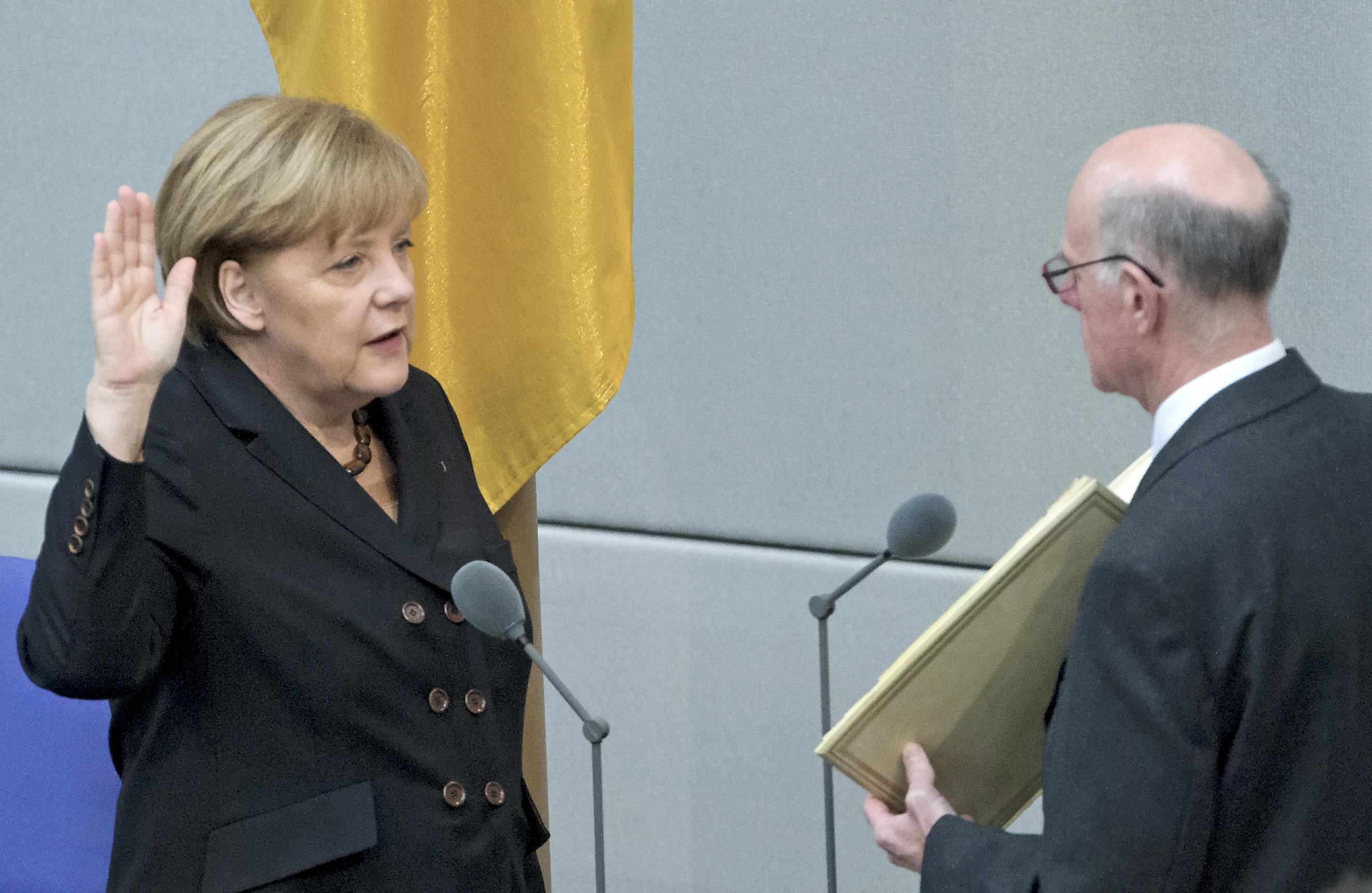 Tysklands ledare Angela Merkel får fortsätta. Foto: Jens Meyer/TT