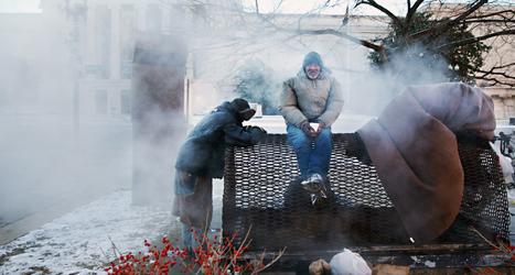 Hemlösa har det riktigt svårt i det kyliga vädret i USA.  Foto: Jacquelyn Martin/TT.