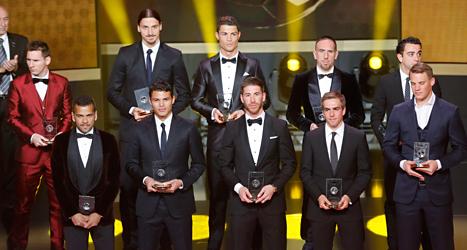 Zlatan och de andra spelarna i världslaget. Zlatan fick också priset Årets mål. Michael Probst/TT.