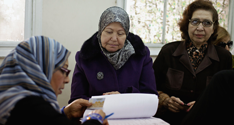 Kvinnorna röstar i folkomröstningen om ny grundlag i Egypten. Foto: Maya Aleruzzo/TT.
