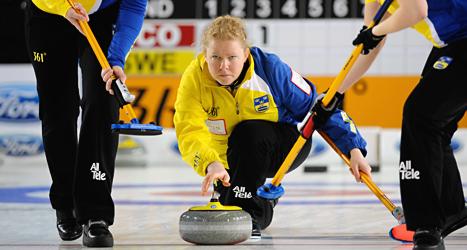 Sveriges damlag i curling kan ta medalj i OS. Foto: Roman Koksarov/TT