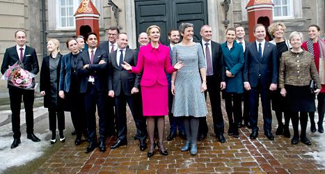 Statsminister Helle Thorning-Schmidt visar upp Danmarks nya regering. Foto: Keld Navntoft/TT.