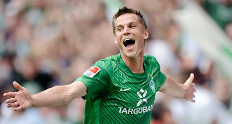 Markus Rosenberg jublar över mål i den tyska fotbollsligan. Foto: Martin Meissner/TT.