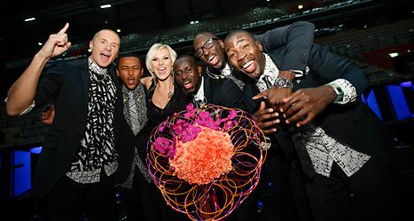 Sanna Nielsen och gruppen Panetoz firar att de kom till final. Foto: Fredrik Persson/TT.