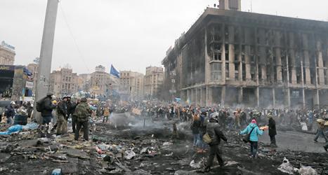 Spåren efter striderna syns på torget i Kievs centrum. Foto: Efrem Lukatsky /TT