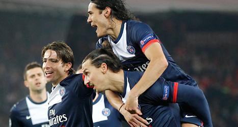 Zlatan och hans lagkompisar i PSG firar ett mål i Champions League. Foto: Michel Euler/TT.