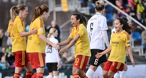 Tyresös spelare jublar över mål. Foto: Fredrik Sandberg/TT.