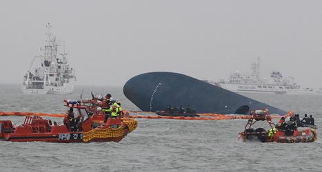 Många drunknade när färjan välte och började sjunka. Foto: Ahn Jong-joon/TT.