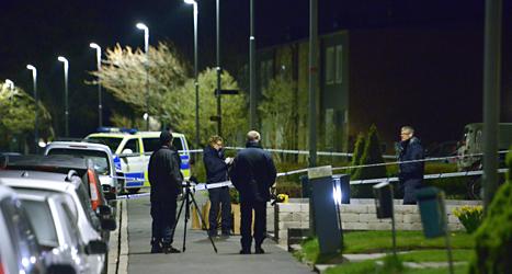 Poliser undersöker platsen där två människor dödades i ett stort bråk. Foto: Johan Nilsson/TT.