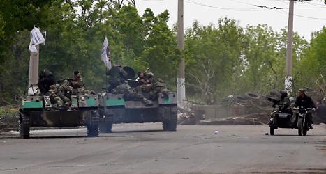Rebellerna i östra Ukraina har tagit makten i staden Slovjansk. Foto: Darko Vojinovic/TT.